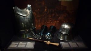 Näyttelyssä nähdään muun muassa uudennoksia ritari Henrikin aseista ja varusteista.