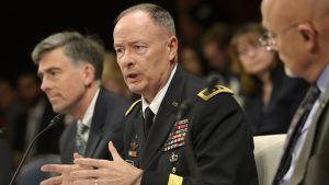 Yhdysvaltain turvallisuusvirasto NSA:n johtaja Keith Alexander kongressin tiedustelukomitean kuultavana 29. lokakuuta 2013.