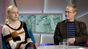 Tutkimusjohtaja Elina Lepomäki ajatuspaja Liberasta ja filosofi Reima Launonen keskustelevat.