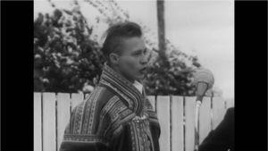 Nils-Aslak Valkeapää eanandoalločájáhusas Avvilis jagis 1966.