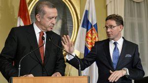 Turkin pääministeri Recep Tayyip Erdogan ja Suomen pääministeri Jyrki Katainen lehdistötilaisuudessa.