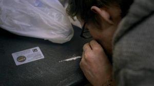 Parikymppinen brittinuori Rylan on muuntohuumekoukussa. Muuntohuumeiden kemikaalikoktail on arvaamaton pitkäaikaiskäytössä.