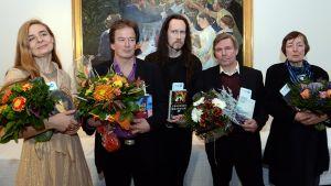 Finlandia-palkintoa tavoittelevat kirjailijat Leena Krohn, Hannu Raittila, J-P Koskinen, Kjell Westö ja Riikka Pelo sekä kuvasta puuttuva Asko Sahlberg, ehdokkaiden julkistustilaisuudessa.