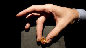 Maailman suurin oranssi timantti huutokaupattiin marraskuun 12. päivä