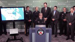 Kanadan poliisiviranomaiset tiedotustilaisuudessa Torontossa.