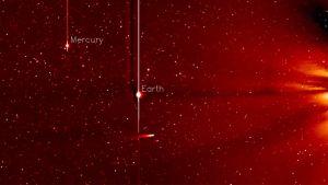 Nasan STEREO-A tutkimusaluksen viiden päivän aikana 20.-25. marraskuuta kuvaamassa videossa näkyy Ison-komeetta lähestymässä Aurinkoa.
