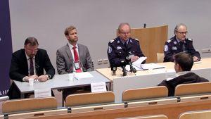 Poliisin tiedotustilaisuus Tampereella 7. joulukuuta.
