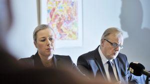 Valtiovarainministeri Jutta Urpilainen ja työministeri Lauri Ihalainen kertoivat harmaan talouden vastaisista toimista tiedotustilaisuudessa Helsingissä keskiviikkona 4. joulukuuta.