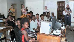 Kiteen Evankelinen Kansanopiston opettajat ovat opettaneet tietotekniikkaa Sambiassa