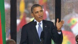 Yhdysvaltain presidentti Barack Obama puhumassa Nelson Mandelan muistojuhlassa.