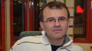 Kajaanilainen Stevo Petrovic on olympiatason painituomari.