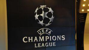 Mestarien liigan logo kuvassa