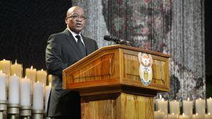 Jacob Zuma puhuu Nelson Mandelan hautajaisissa Qunussa