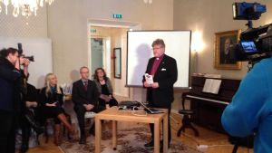Piispa Samuel Salmi on huolissaan pohjoisen seurakuntien taloudesta