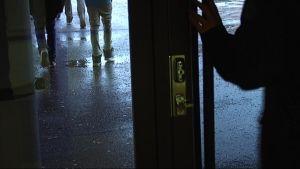 Koulun ovi