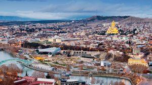 Maisemakuva Georgian Tbilisistä.