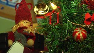 Joulukuusi Lahden turvakodilla