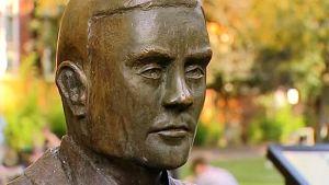 Alan Turingin patsas Manchesterissa.