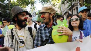 Urugualaiset marssivat marihuanan laillistamisen puolesta Montevideossa 10. joulukuuta.