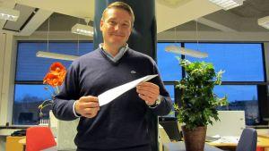 Kim Lehmus kouluttaa lennonjohtajia Sveitsissä.