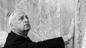 Ariel Sharon vuonna 2001.