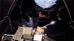Rosetta-luotain testattavana ESA:n avaruussimulaattorissa.