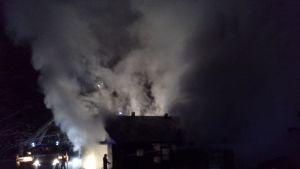 Valamon luostarialueela Heinävedellä palaa.