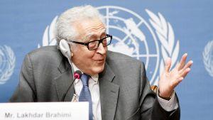 Lakhdar Brahimi puhui tiedotustilaisuudessa YK:n päämajassa Genevessä