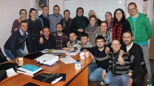 Kosovolaiset Casli-opiskelijat ryhmäkuvassa.
