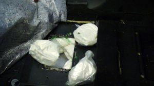 Tullin takavarikoimaa amfetamiinia kätkettynä autoon.