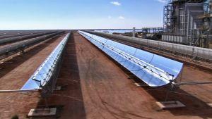 Aurinkopaneeleja voimalassa Ain Beni Matharissa Marokossa.