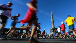 Juoksijoita Berliinin maratonilla syyskuussa 2013.