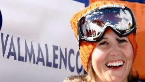 Kanadalainen freestyle-hiihtäjä Sarah Burke lähikuvassa.