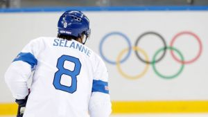 Teemu Selänne ja olympiarenkaat