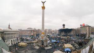 Näkymä itsenäisyydenaukiosta Kiovassa 25. helmikuuta 2014.