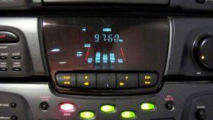 Kuvassa radio, jossa soi Yle Radio Keski-Pohjanmaa.