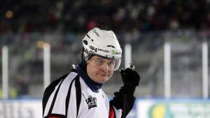Timo Favorin jääkiekkotuomari