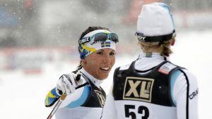 Ruotsin Charlotte Kalla hiihtokilpailun maalialueella.