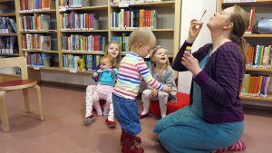 Outi-Marja Takkinen ja lapset