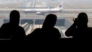Malaysian Airlinesin lentokone kiitoradalla Kuala Lumpurin kansainvälisellä lentokentällä.