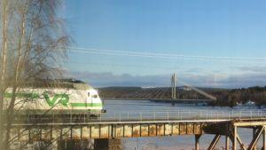 Kemijärvi juna rautatiesilta jätkänkynttiläsilta