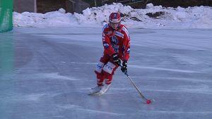 JPS harjoittelee jäällä.