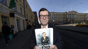 Keskustapoliitikko Paavo Väyrynen julkisti Suomen linja -teoksensa Helsingissä keskiviikkona 12. maaliskuuta 2014.