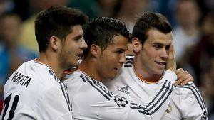Alvara Morara (vas.), Cristiano Ronaldo ja Gareth Bale juhlivat.