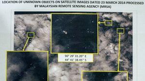 Satelliitin ottamia kuvia vedessä kelluvasta romusta, jotka voivat mahdollisesti olla peräisin kadonneesta malesialaiskoneesta.