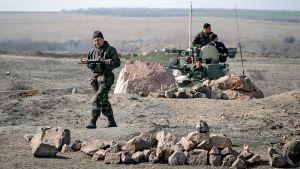 Ukrainalaisa sotilaita Ukrainan ja Venäjän rajalla Itä-Ukrainassa.