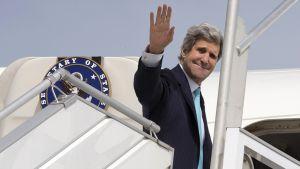 John Kerry lähti Pariisista kohti Lähi-Itää 31. marraskuuta 2014.