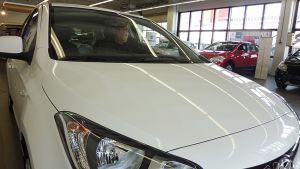 Kari Kurki valitsi kulutuksen perusteella auton, joka sopii kaupunkiliikenteeseen.