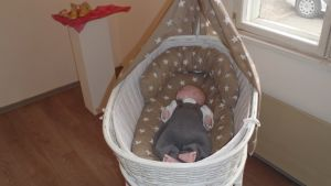 Äitiys-Vaiettu kipu -näyttelyn vauvanukke.JPG