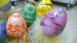 Koristeltuja pääsiäismunia.